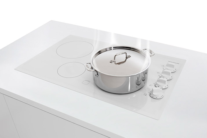 Cook Quickly with a Frigidaire Cooktop