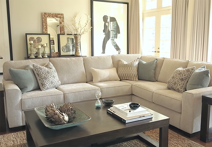 Discover the Chic Salonne Sectional Sofa by Ashley Furniture