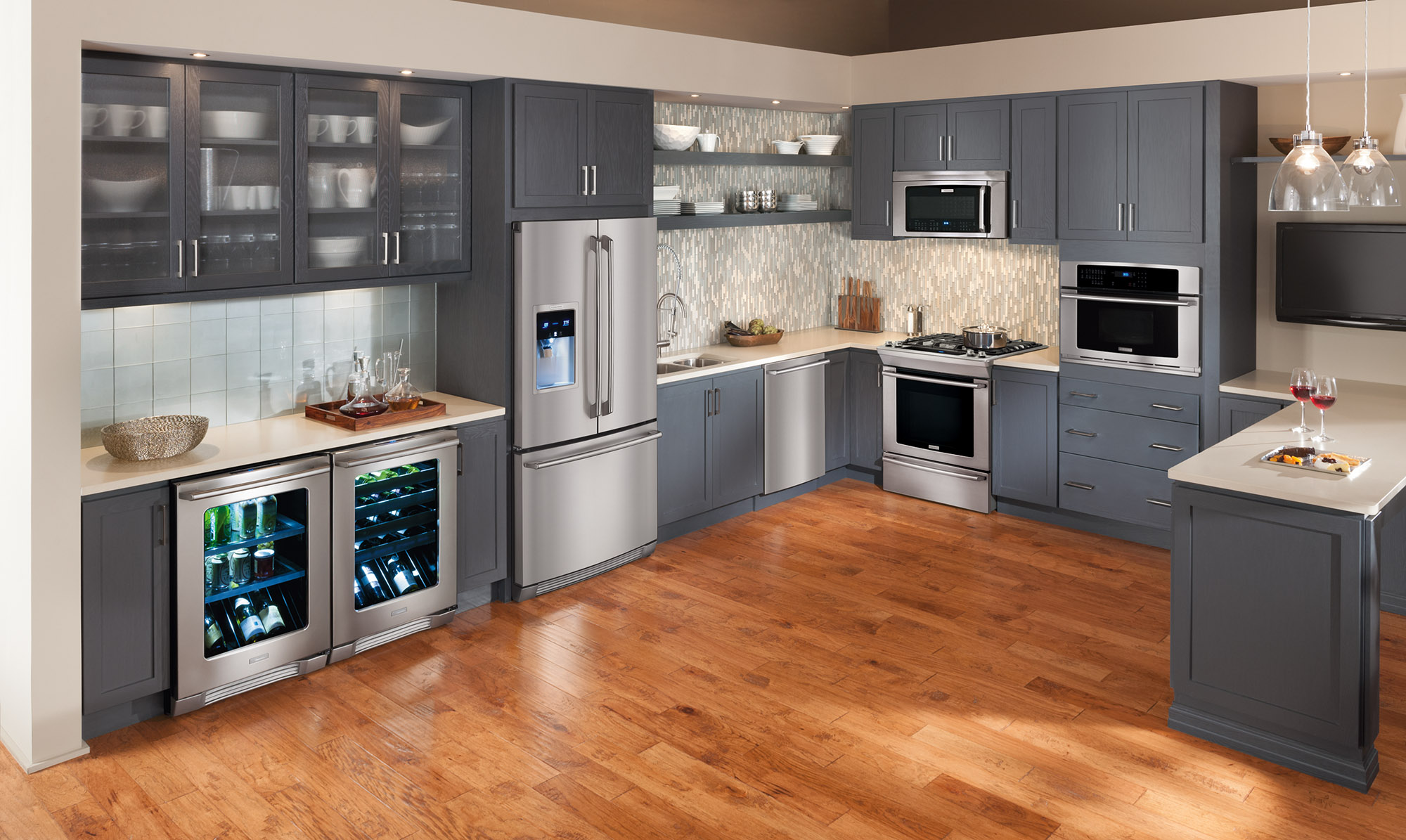How To Decide On An Electrolux Range Or Wall Oven And Cooktop