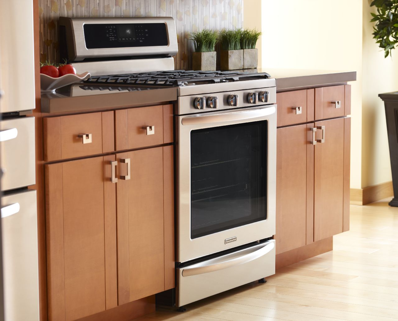 The Difference Between KitchenAid Slide-In and Freestanding ...