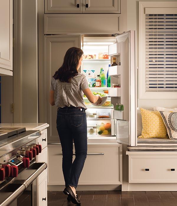 EXPLORE THE WORLD OF SUB ZERO. Refrigeration