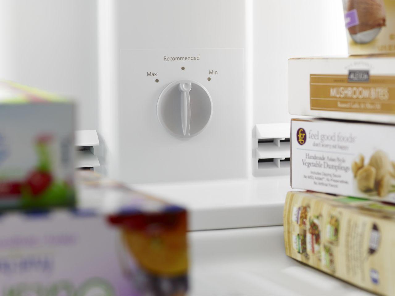 Whirlpool 174 14 3 Cu Ft Top Freezer Refrigerator Wrt314tfd